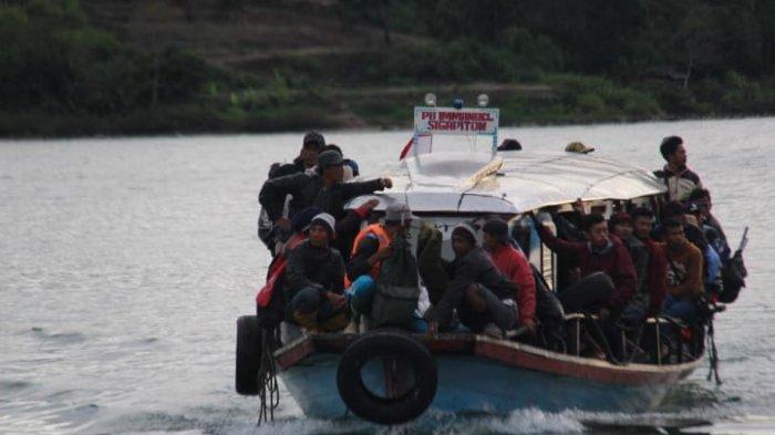 WAHH! Kapal Danau Toba Beroperasi Kelebihan Muatan, tak Belajar dari Tragedi KM Sinar Bangun?