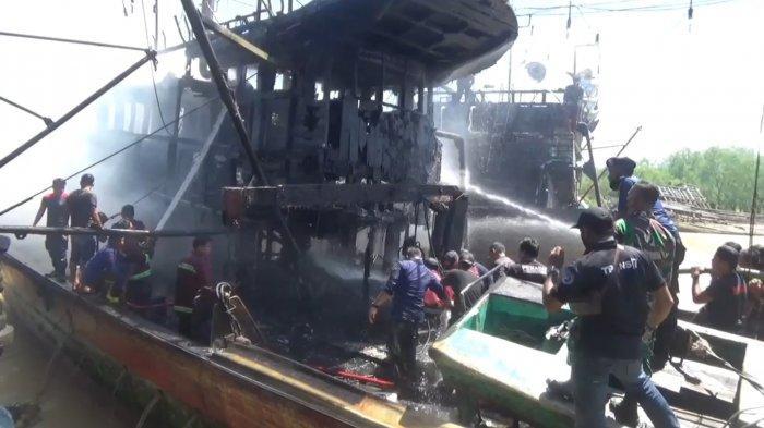 Dua Kapal Penangkap Ikan Terbakar di Perairan Teluk Nibung