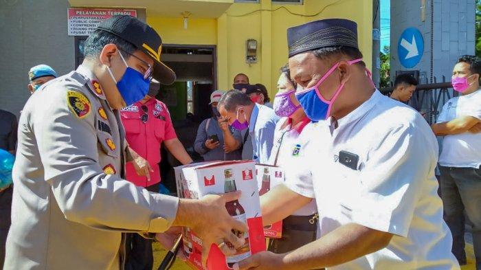 Kapolres Dairi Bagi Paket Lebaran untuk Wartawan