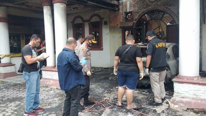 Tim Labfor Polda Sumut Turun ke Rumah David Purba yang Diduga Dibakar OTK