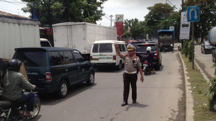 Urai Kemacetan, Polisi Turun ke Jalan