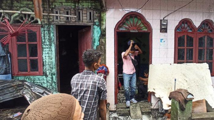 Kobaran Api di Gang Sempit Belawan Mengganas, Dua Rumah Hangus Terbakar