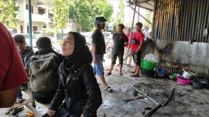 MEMILUKAN, Warung Satu-satunya Tempat Mencari Nafkah Ludes Dilalap Api di Padang Bulan