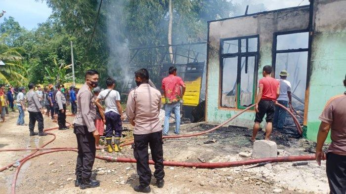 Kebakaran Hebat di Tapteng, Dua Rumah Ludes Terbakar