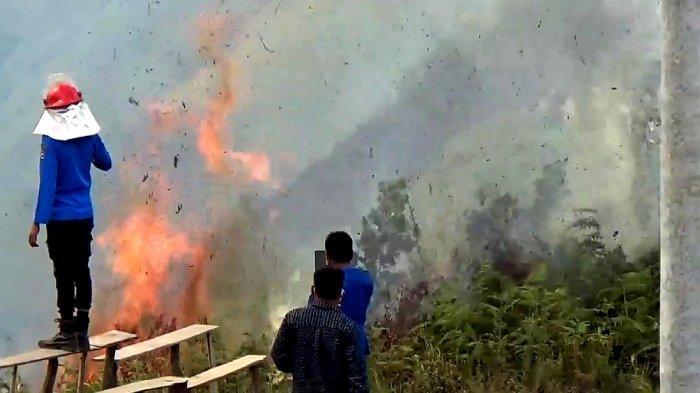 Dua Kawasan Perbukitan di Kecamatan Baktiraja Humbahas Terbakar