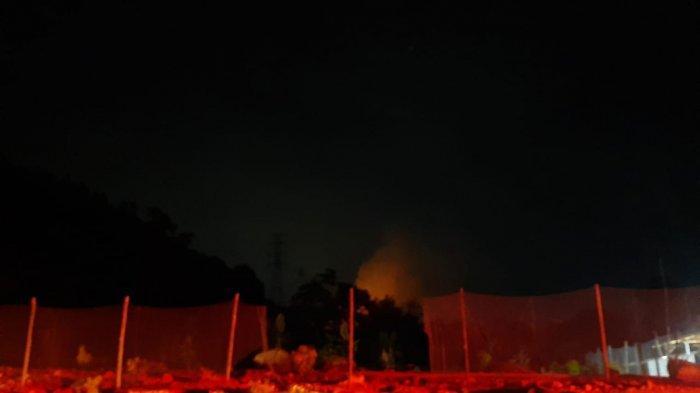 Perbukitan Panomboman di Jalan Sibolga - Barus Terbakar, Mobil Damkar Terkendala Selang Pemadam