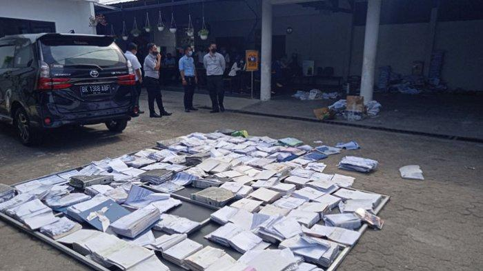 Pascakebakaran, Petugas Bank BUMN Lubukpakam Gotong Royong Bersihkan Kantor