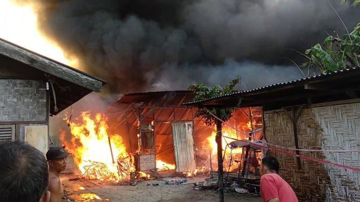 Gudang Busa Spring Bed Terbakar, Angin Kencang Bikin Api Cepat Menyambar, 4 Rumah Ludes