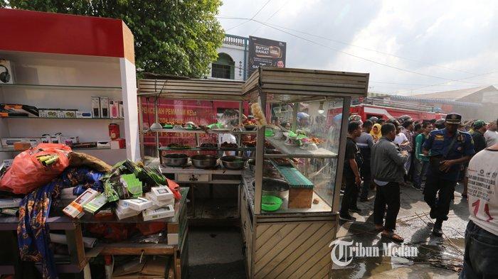BERITA FOTO Dua Rumah Makan Terbakar Diduga Akibat Kebocoran Kompor Gas di Jalan Seksama Medan - kebakaran-rumah-makan-3.jpg