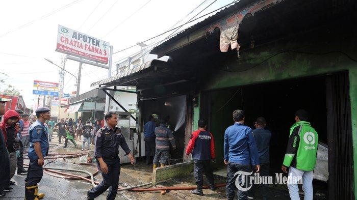 BERITA FOTO Dua Rumah Makan Terbakar Diduga Akibat Kebocoran Kompor Gas di Jalan Seksama Medan - kebakaran-rumah-makan-4.jpg