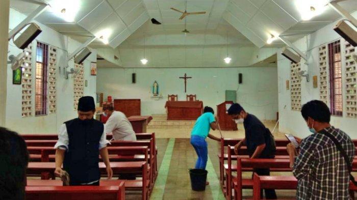 Pererat Tali Persaudaraan, Pemuda-pemudi Lintas Agama di Medan Bebersih Gereja dan Masjid