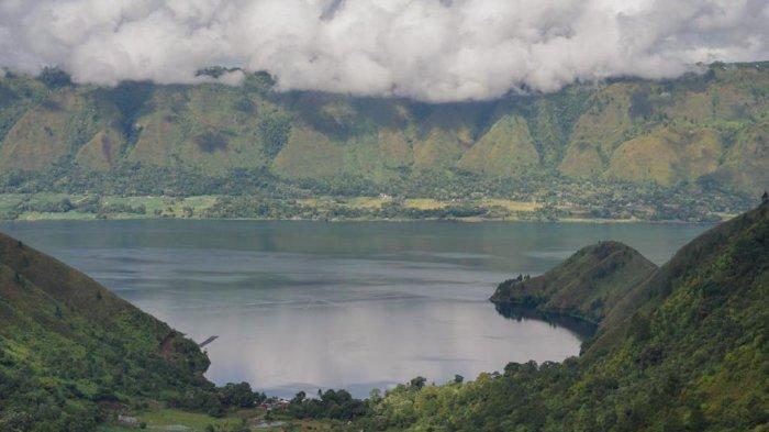 Nikmati Angin Sepoi-sepoi Sembari Memandang Keindahan Danau Toba dari The Caldera Nomadic