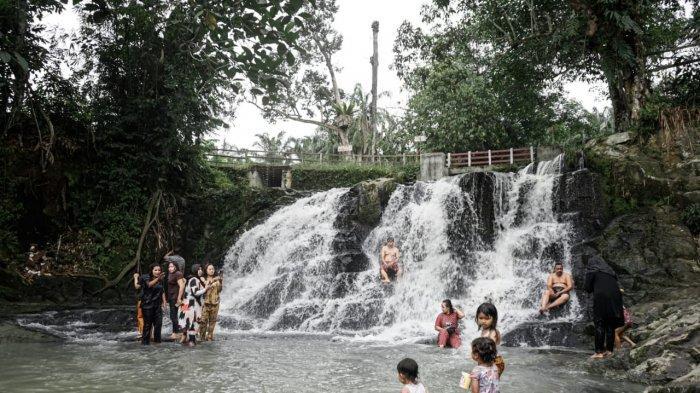 Air Terjun Pantai Padas, Miliki Ketinggian Hanya 60 CM, Cocok Jadi Lokasi Berlibur dengan Keluarga