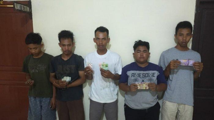 5 Pemuda Diciduk Saat Sedang Asik Main Judi, Tak Sadar Polisi Datang