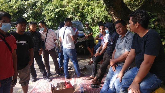 Pengendara Land Cruiser Hilang Misterius, Keluarga Herlan Gurning Kumpul di Jembatan Lau Biang