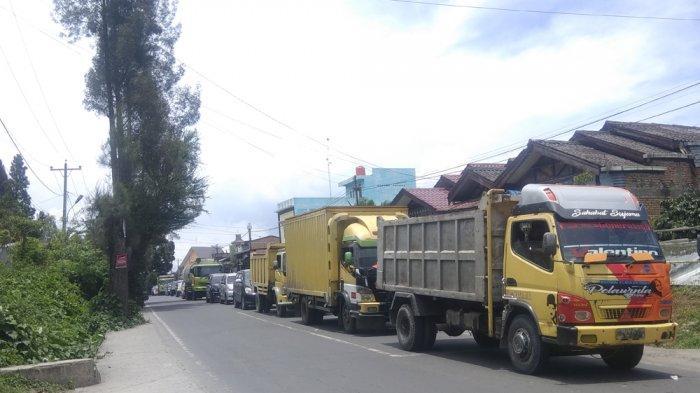 Kemacetan Panjang Terjadi di Jalur Kabanjahe-Tigapanah, Pengendara Pilih Putar Balik
