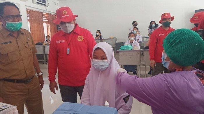 Kepala BIN Daerah Sumut Datang, Siswa SMAN 1 Medan Ini Langsung Gugup saat Disuntik Vaksin