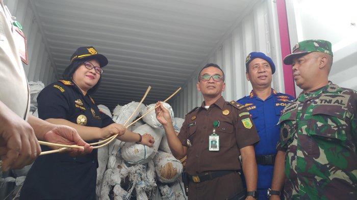 Bea dan Cukai Gagalkan Penyelundupan 154 Ton Rotan Mentah ke Luar Negeri SenilaiRp 11 Miliar