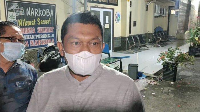 Ketua DPRD Labuhanbatu Utara, Indra Surya Bakti saat diwawancarai tribun-medan.com usai menjenguk anggotanya di Satuan Narkoba Polres Asahan, Sabtu(7/8/2021).