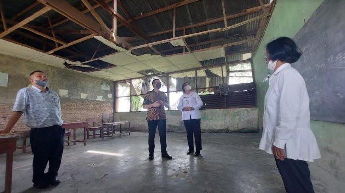 Wakil Kepsek SD di Sei Bamban Ini Terharu Sekolahnya yang Rusak Dikunjungi Ketua DPRD