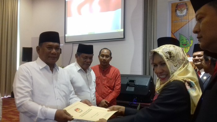 Komisi Pemilihan Umum TetapkanAshari Tambunan Bupati TerpilihDeliserdang
