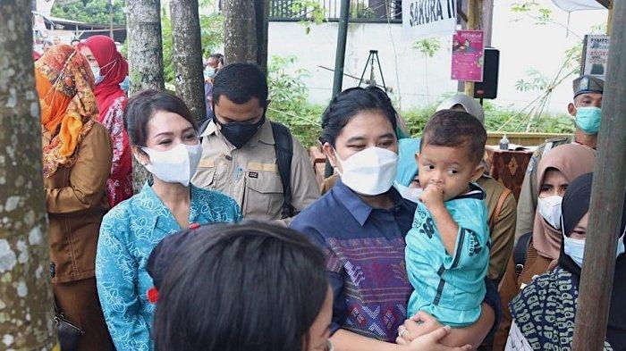 Kunjungi Posyandu Balita dan Ibu Hamil, Kahiyang Periksa Pelayanan Kesehatan