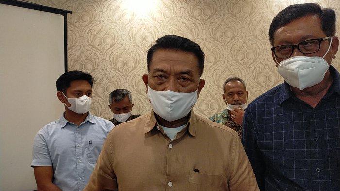 Ketua Umum Partai Demokrat versi KLB Deliserdang, Moeldoko saat memberikan statement  di Medan, Sabtu (6/3/2021).