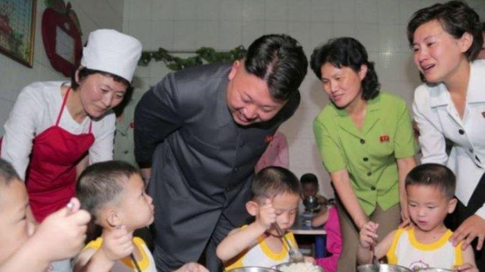 Meski Gampang Senyum, Kim Jong Un Ancam Hukuman Berat Bagi yang Ketahuan Buang Makanan
