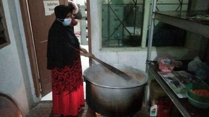 Sudah Setengah Abad Yayasan India Muslim Pertahankan Tradisi Bagi-bagi Bubur Sup Khas India di Medan