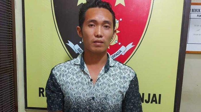 Mika Sanjaya alias Jaya (29), warga Jalan Bhakti, Dusun IV, Desa Sidomulyo, Kecamatan Binjai, Kabupaten Langkat, yang menyamar menjadi Kolor Ijo, diamankan Polsek Binjai Utara.