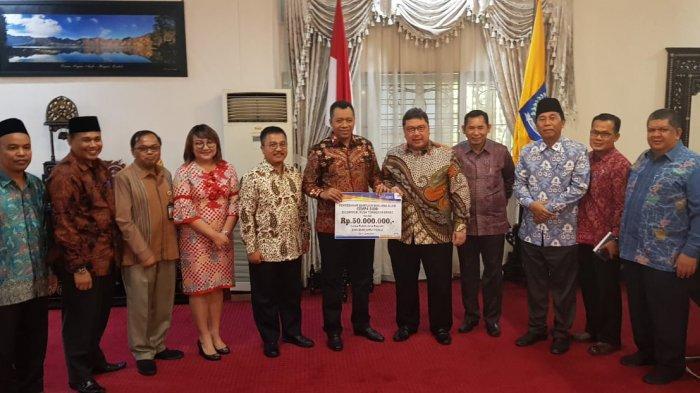 Bank Sumut Serahkan Bantuan untuk Bantu Korban Bencana Alam di Lombok