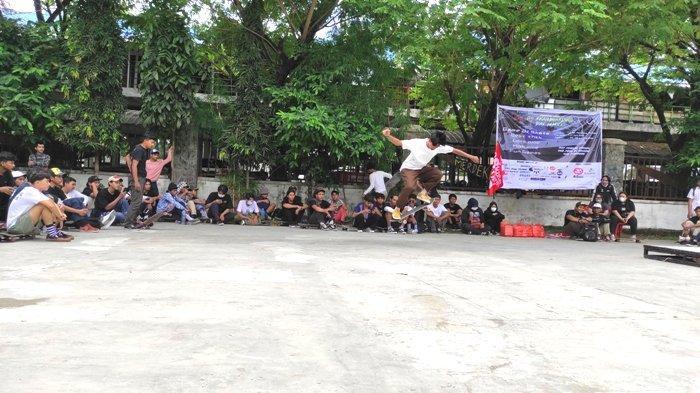 Kegiatan Go Skateboarding Day atau hari skate sedunia dimeriahkan oleh komunitas skateboard Sumatra Utara, di Lapangan Merdeka, Kota Medan, Senin (21/6/2021).(TRIBUN MEDAN/ANGEL AGINTA SEMBIRING)