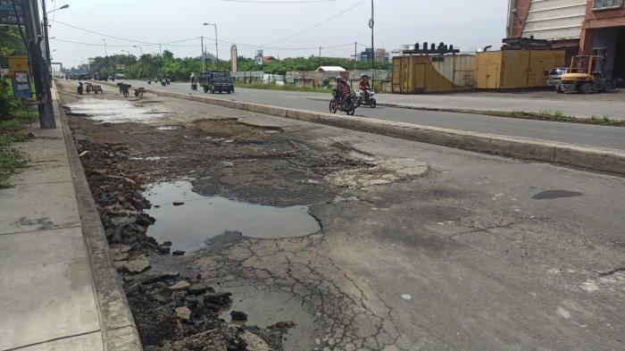 Jalan Willem Iskandar Kecamatan Percut Seituan yang Rusak Parah Mulai Diperbaiki