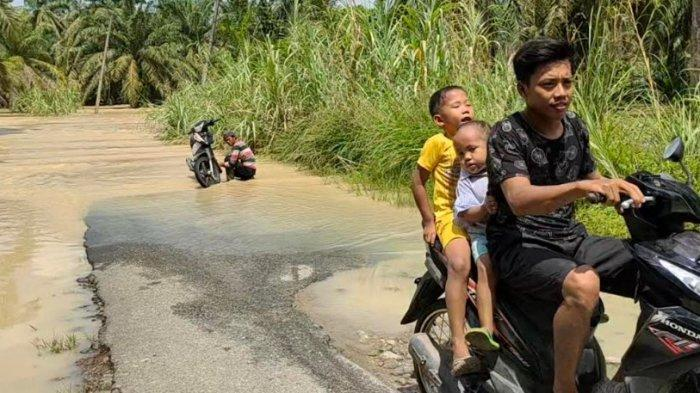 JALAN Penghubung Dua Desa di Asahan Terputus akibat Terendam Banjir