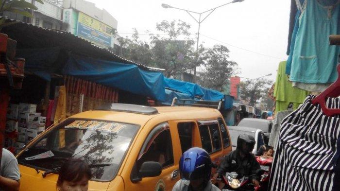 Pedagang Pasar Tradisional yang Tumpah ke Badan Jalan Rawan Kemacetan