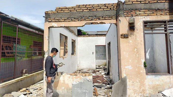 BREAKING NEWS Kosong Bertahun-tahun, Rumah di Helvetia Dimaling hingga Hanya Tersisa Puing-puing