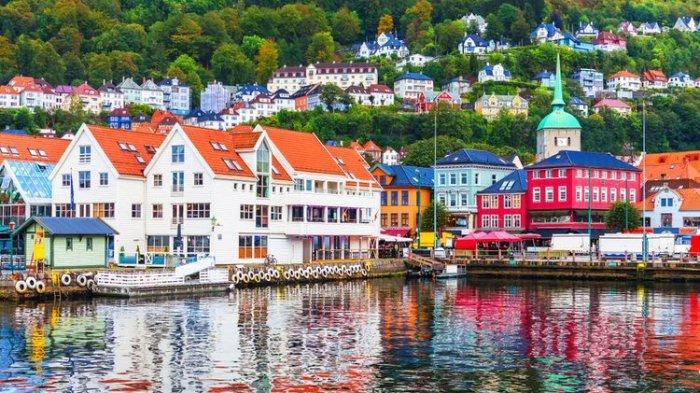 Suasana musim panas di Bergen, Norwegia.