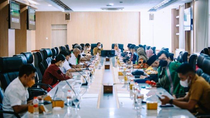 Rapat Kerja Daerah Komite III DPD RI bersama Sekretaris Daerah Provinsi Sumatera Utara, Afifi Lubis dalam Rangka Pengawasan Atas Pelaksanaan Undang-Undang Nomor 3 Tahun 2005 Tentang Sistem Keolahragaan Nasional, khususnya kesiapan Sumut sebagai tuan rumah PON XXI, di kantor gubernur Sumut (27/9/2021).