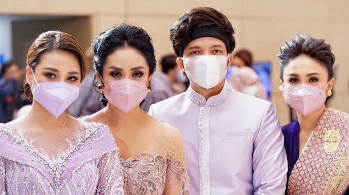 Krisdayanti cuma ditemani Yuni Shara saat hadiri acara lamaran Atta Halilintar dan Aurel Hermansyah.