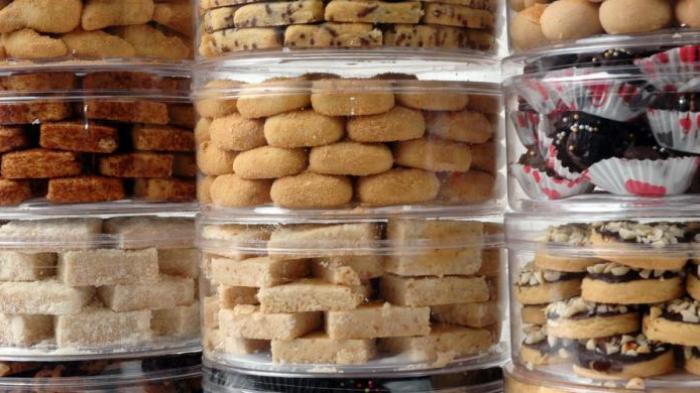 Jelang Lebaran, bisnis kue kering menjadi usaha musiman yang kerap dilakoni ibu rumah tangga.