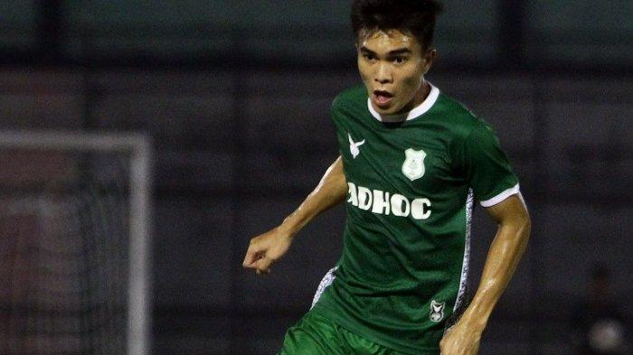 Gelandang PSMS Medan, Paulo Sitanggang menjalani laga uji coba di Stadion Teladan, waktu lalu.