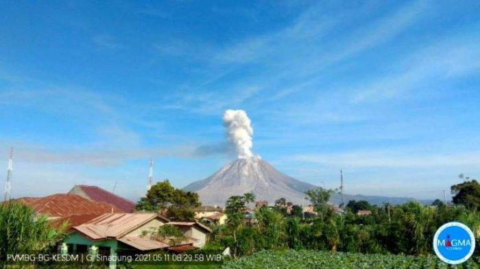 Pagi Ini Gunung Sinabung Tiga Kali Erupsi, Jaraknya Cuma 6 Menit