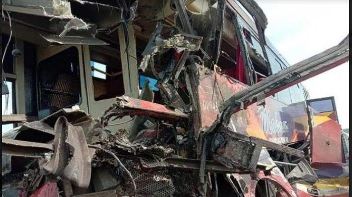 LAKALANTAS MAUT - Kecelakan maut setelah dua bus pengangkutan umum CV Makmur dan PT RAPI tabrakan di Tol Pekanbaru-Dumai. (Tribun-medan.com/HO)