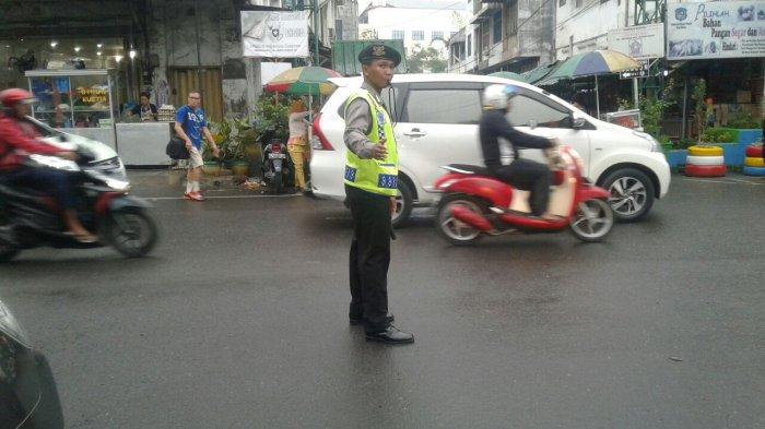Arus Lalu Lintas di Kota Medan Ramai Lancar dan Padat Merayap - lalu-lintas-di-jalan-perdana-hindu-tribun_20170330_075827.jpg