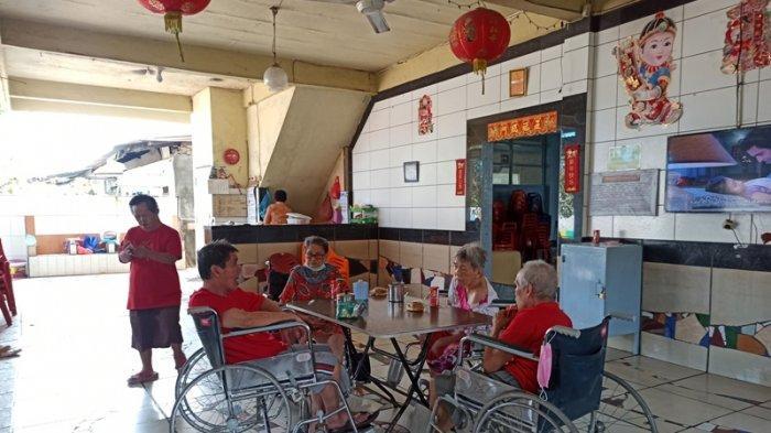 Sepinya Imlek di Panti Jompo Harapan Jaya, Lansia Kenang Masa Imlek Saat Bersama Keluarga