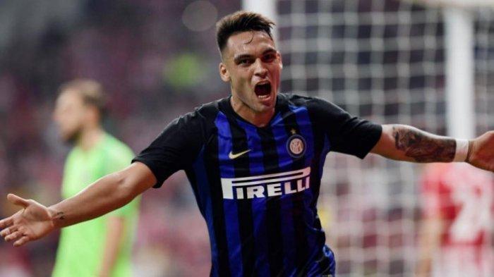 Selebrasi striker Inter Milan, Lautaro Martinez, selepas mencetak gol ke gawang Atletico Madrid dalam partai International Champions Cup di Wanda Metropolitano, Madrid, 11 Agustus 2018. (AFP PHOTO)