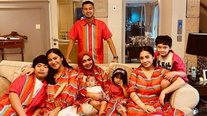 Intip Ragam Baju Lebaran Keluarga Artis Tanah Air, Punya Keluarga Hanung Bramantyo tak Biasa