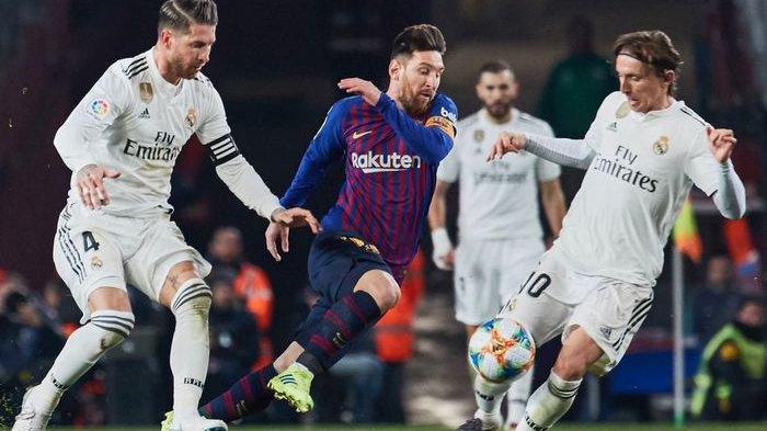 Lionel Messi, Sergio Ramos, dan Luka Modric beraksi pada laga Barcelona versus Real Madrid.