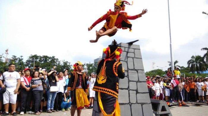Lompat Batu, Dipercaya Sebagai Ritual Pendewasaan Para Pria di Nias
