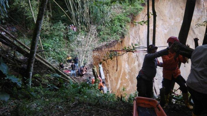 Pencarian Korban Longsor di Desa Sugihen Karo Dilanjutkan Besok